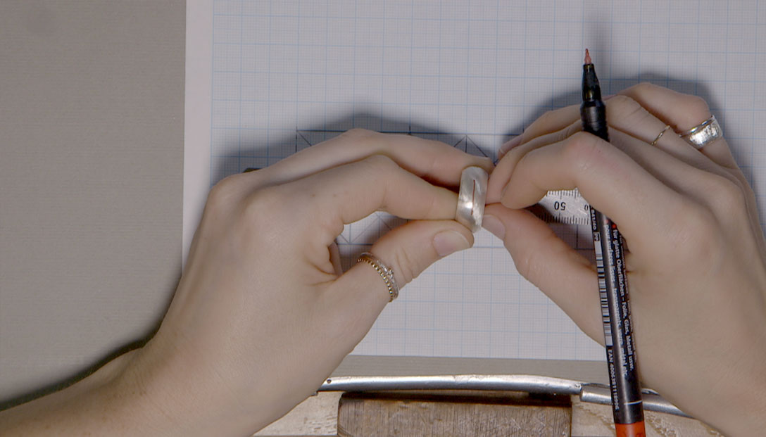 3.-Diseño-florentino-en-anillo-bombè-en-papel