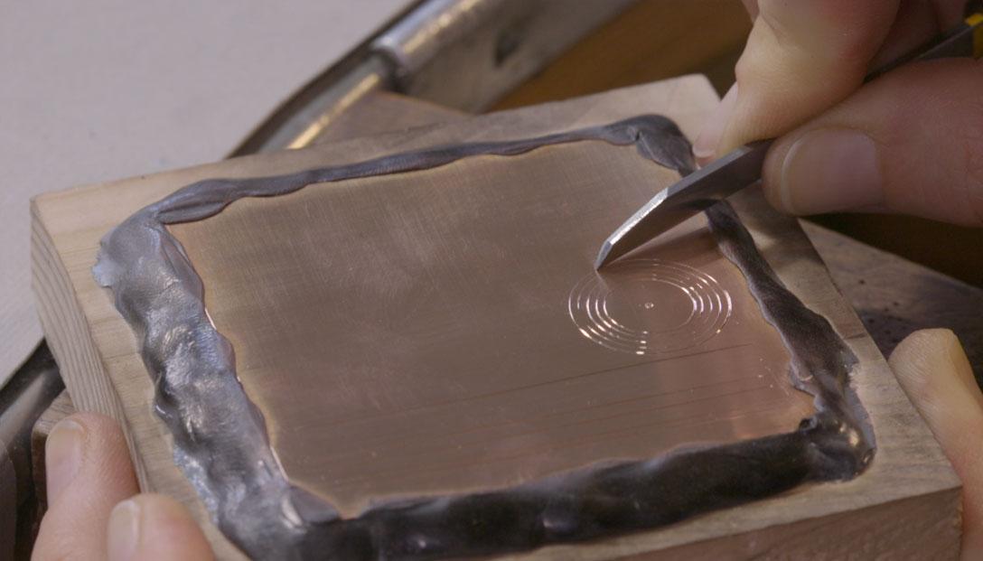 4.-Ejercitación-de-líneas-básicas.-lineas-curvas-con-buril-onglette-en-lámina-de-cobre-o-plata