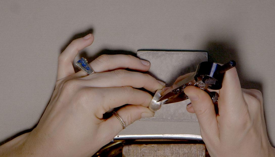 4.-Traslado-del-diseño-del-papel-al-anillo-(uso-de-compás-y-lápiz)