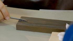 5. Afilar la punta en la piedra Norton y lija 2000 según el tipo de buril.